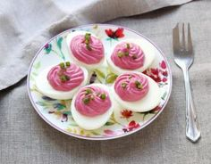 The mimosa eggs are not cheesy especially in this girly version with beetroot and fresh cheese. Source by Tofu Sandwich, Chutney, Bon Appetit, Shrimp Fritters, Snacks Für Party, Beetroot, Easter Recipes, Pulled Pork, Entrees