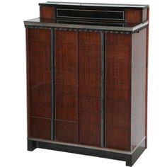Superb form. Many details include three flip top compartments, pull-out slide and 24 metal-lined drawers. 1930s