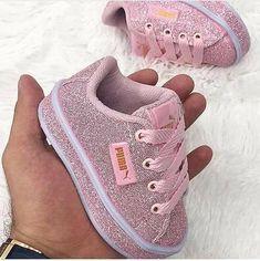 Cute Kids Fashion, Baby Girl Fashion, Toddler Fashion, Cute Baby Shoes, Cute Baby Girl, Cute Babies, Newborn Baby Girl Shoes, Baby Swag, Baby Sneakers