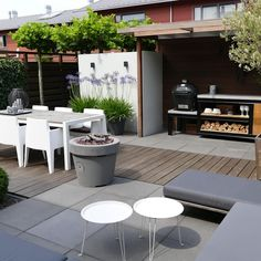 Need some low maintenance garden design ideas? Learn the fundamentals and tips to creating the perfect low mainteance outdoor space in our feature article. Back Gardens, Outdoor Gardens, Roof Gardens, Casa Color Pastel, Patio Design, Garden Design, Landscape Design, Low Maintenance Garden, Terrace Garden