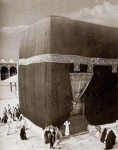 Mecca Makkah is a beautiful city which is located in Hejaz and it is also Makkah's capital. Makkah is historic province in Saudi Arabia. City 73 km mi) inland from Jeddah 277 m ft) height . Islamic Images, Islamic Pictures, Islamic Art, Old Pictures, Islamic Studies, Text Pictures, Islamic Quotes, Mecca Masjid, Masjid Al Haram