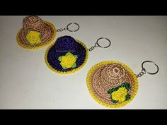 CHAVEIRO DE CHAPEUZINHO DE CROCHÊ - FRANCI ARTESANATO - YouTube Crochet Keychain, Crochet Earrings, Bandeau Crochet, Easy Crafts, Diy And Crafts, Crochet Videos, Crochet Dolls, Crochet Patterns, Miniatures