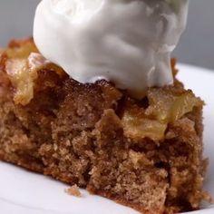 Upside-Down Apple Cake (Baking Desserts Videos) Apple Cake Recipes, Apple Desserts, No Bake Desserts, Easy Desserts, Baking Recipes, Delicious Desserts, Dessert Recipes, Yummy Food, Apple Pie Cake