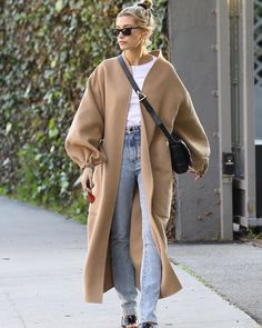 january 17 hailey out and about in west hollywood california haileybieber quot; Estilo Hailey Baldwin, Hailey Baldwin Style, Mode Outfits, Casual Outfits, Fashion Outfits, Hipster Outfits Winter, Winter Hipster, Punk Rock Outfits, Couple Outfits