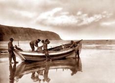 Frank Meadow Sutcliffe Beaching the Gratitude, Robin Hood's Bay (south of Whitby), North Yorkshire, England, Seaside Resort, Seaside Towns, Victorian Photos, Victorian Era, Robin Hoods Bay, Seaside Holidays, British Seaside, Portugal, North Yorkshire