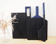 This listing is for the small oak cutting board (12 x 7 1/4 including handle). It is cut from a piece of solid red oak and part of my first batch of the ebonizing treatment. This finish is kind of magic. It happens when you apply an iron infused vinegar solution to the oak and the