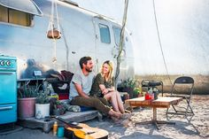 Because the American Dream doesn't always mean a white picket fence. These photos offer a slightly offbeat alternative. Man and woman sitting in front of their silver trailer/RV Living In Car, Living On The Road, Slab City, Solar Car, Gypsy Living, Eco Architecture, Contemporary Architecture, Solar Power System, Off The Grid