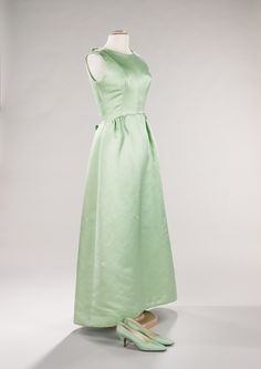 Cristobal Balenciaga. 1956-1958. The Costume Institute. Brooklyn Museum Costume Collection. Metropolitan Museum of Art.