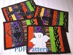 Halloween Quilt Patterns, Boys Quilt Patterns, Halloween Sewing Projects, Mug Rug Patterns, Halloween Quilts, Halloween Ideas, Halloween Table Runners, Halloween Runner, Halloween Placemats