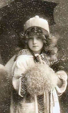 I do adore black and white photos. This one has such an innocence about it. Very… I do adore black and white photos. This one has such an innocence about it. Very Victorian. Vintage Abbildungen, Images Vintage, Photo Vintage, Vintage Winter, Looks Vintage, Vintage Girls, Vintage Pictures, Vintage Beauty, Old Pictures