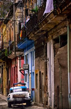 Nikon Ambassador Vincent Versace photo of a street in Old Havana, Cuba, shot in early morning