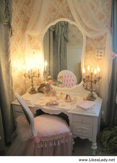 Do Beauty the right way!! Vintage vanity:: Home Decor:: Girly Home:: Vintage Furniture::