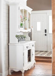 Contrary to popular belief, milk paint does not always equal chippy. Learn how you can create a smooth finish with milk paint on your refinishing projects!