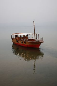 Sea of Galilee boat ride, Israel Heiliges Land, Places Ive Been, Places To Go, Naher Osten, Visit Israel, Sea Of Galilee, Israel Palestine, Israel Travel, Holy Land