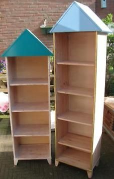 Twee kasten, kastjes met puntdak, een kast met deur, Ikea