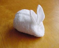 Napkin folding butterfly - How to fold napkins - Napkin folding for wedding - Tutorial - DIY Towel Crafts, Diy Crafts, Towel Origami, Towel Animals, How To Fold Towels, Decorative Towels, Oragami, Napkin Folding, Easter Crafts