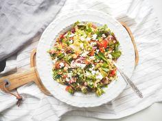 Salát s cizrnou a sušenými rajčaty