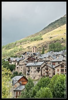 Taüll (Val de Boí) Mansions, World, House Styles, Home Decor, Pyrenees, Paths, Places To Visit, Scenery, Luxury Houses