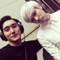 Siwon and Eunhyuk - Super Junior. Eunhyuk is look cute very cute <3 <3 <3