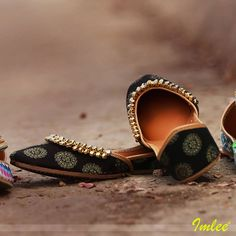 The magnificent array and abundance of gold ghungroos redefining modernity. #Imlee #Mojaris