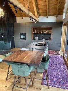 Moderne Küche mit Nussholz Küchen Design, Conference Room, Table, Furniture, Home Decor, Hotel Bedrooms, Kitchen Contemporary, Timber Wood, Decoration Home