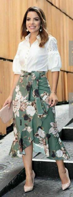 Camisas, t-shirt e blusas by Sophi Moda Evangélica, Plus Size e Executiva Online Modest Outfits, Skirt Outfits, Modest Fashion, Stylish Outfits, Dress Skirt, Fashion Dresses, Swag Dress, Dress Shoes, Cute Dresses