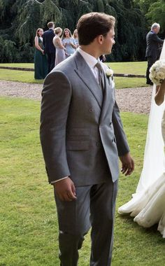 The perfect wedding suit. Light grey with doubble breasted jacket.