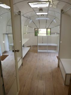 Mobile Clothing Boutique - 1952 Flying Cloud Airstream Caravan / Trailer White Things t roc colore white silver Boutique Interior, A Boutique, Boutique Clothing, Boutique Ideas, Clothing Boutiques, Airstream Interior, Vintage Airstream, Airstream Living, Airstream Remodel
