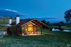 In the middle of a gorgeous 1,200-acre land is a beautiful and uncomplicated barn designed by architect David Lake of San Antonio'sLake|Flato Architectsand L.A. interior designerMadeline Stuart....