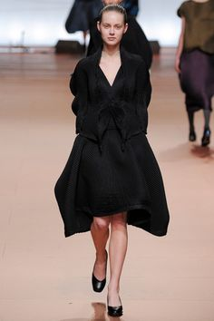 How to wear Miyake for an understated evening. Keep the fabric manipulation and volume and mix in a classic skirt suit. Issey Miyake Fall 2014 Ready-to-Wear Collection Slideshow on Style.com