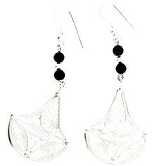 Boucles d'oreilles création artisanale en argent et onyx. Vente à la bijouterie Toulouse. http://www.laoula-bijoux.com/boucles-oreilles-creation.htm