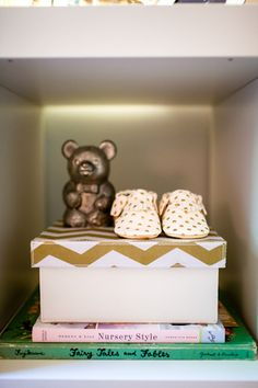 Perfectly styled shelf in the nursery