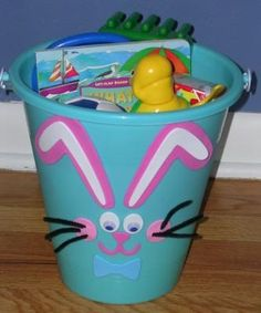 25 Cute and Creative Homemade Easter Basket Ideas - Page 2 of 5 - DIY & Crafts - Alle großartigen ideen 5 Diy Crafts, Craft Stick Crafts, Craft Ideas, Homemade Easter Baskets, Easter Buckets, Plastic Buckets, Basket Crafts, Gift Basket, Diy Ostern