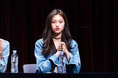 Doyeon Kim Doyeon, Ulzzang Girl, New Girl, Kpop Girls, Korean Girl, Girl Group, Singer, Lady, People