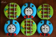 Cute Thomas the Tank Engine Cupcakes how adorable :)