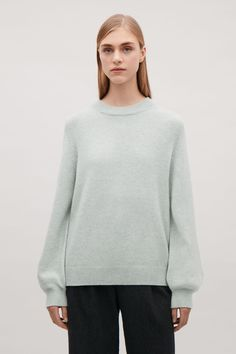 COS | Cashmere jumper with voluminous sleeves