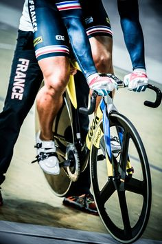 Gregory Bauge of France getting set for the Sprint finals. Day 4 2015 World Track Cycling Championships. Track Cycling, Cycling Wear, Pro Cycling, Cycling Equipment, Cycling Bikes, Cycling Motivation, Fixed Gear Bike, Road Bike Women, Cargo Bike
