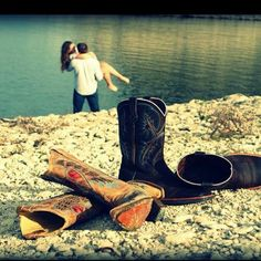 Cute couples photo :) instead of cowboy boots. your boots and my white shoes! Country Couples, Country Girls, Cute Couples, Country Life, Country Quotes, Country Music, Country Lyrics, Vintage Country, Couple Photography