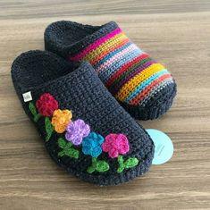 Herkese güzel bir haftasonu diliyorum 🌷 Tüm güzellikler sizlerle ve sevdik… I wish everyone a nice weekend 🌷 May all the beauties be with you and your loved ones 🌷. Crochet Boots, Crochet Baby Booties, Crochet Clothes, Knit Crochet, Knitting Patterns, Crochet Patterns, Crochet Slipper Pattern, Diy Crafts Crochet, Knitted Slippers