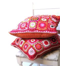 .Almofadas crochê bem coloridas