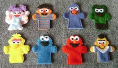 Simple and useful crafting - try making felt craft projects. Felt Puppets, Felt Finger Puppets, Hand Puppets, Easy Felt Crafts, Finger Puppet Patterns, Quiet Book Patterns, Felt Quiet Books, Animal Crafts, Felt Toys