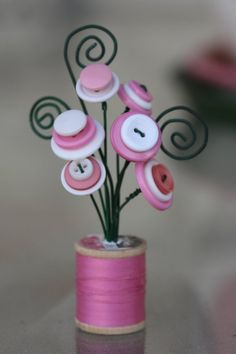 Make one special photo charms for you, compatible with your Pandora bracelets. spool bouquet-love the wire curls Crafts To Make, Fun Crafts, Crafts For Kids, Arts And Crafts, Wooden Spool Crafts, Wooden Spools, Button Bouquet, Button Flowers, Button Art