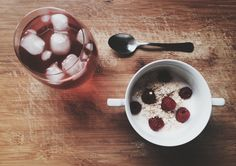 Yogurt with berries and oats + red fruit tea ice. @sther_re