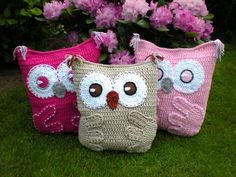 You crochet this cute Owl Pillow to rest, to embrace, to decorate, for babies, for children, for young people, for adults, for everybody Skill level: easy It is only a PATTERN tutorial - NOT A FINISHED PRODUCT