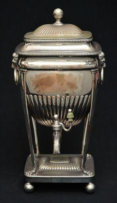Magnífico samovar de coleção em metal espessurado a prata francês do Séc. XIX, apresentando rico tra