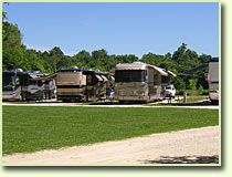 Spacious RV campsites. Full service facilities in St. Louis Missouri