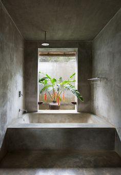 Kadju House is a beach villa designed by architect Pradeep Kodikara in Tangalle, Sri Lanka. This double storey L-shaped beach villa has minimal walls, . Outdoor Bathrooms, Dream Bathrooms, White Bathrooms, Luxury Bathrooms, Master Bathrooms, Loft Interior Design, Bathroom Interior Design, Exterior Design, Concrete Bathroom