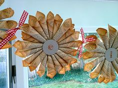 Rolled Paper Starburst Garland  DIY Holiday Decoration  Love this!