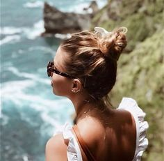 """Varietà on Instagram: """"✨Nothing Some Sunglasses Can't Fix 👓 ⠀⠀ #sunglass #sunglasses #fashion #sunglassesfashion #eyewear #style #summer #frame #fashionstyle…"""" Style Summer, Eyewear, Backless, Sunglasses, Frame, Instagram, Dresses, Fashion, Picture Frame"""