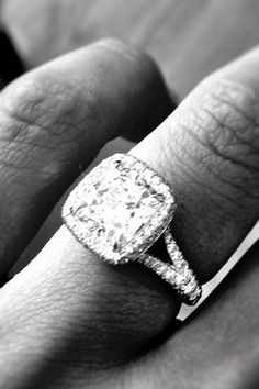The Bachelor star Catherine Giudici's platinum engagement ring featuring 165 diamonds